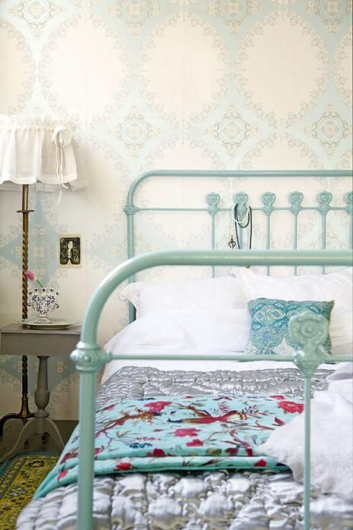 papel pintado en un dormitorio