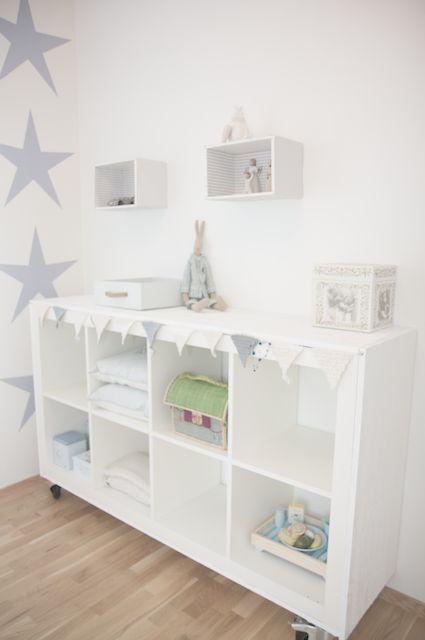 Habitación para bebé en color blanco