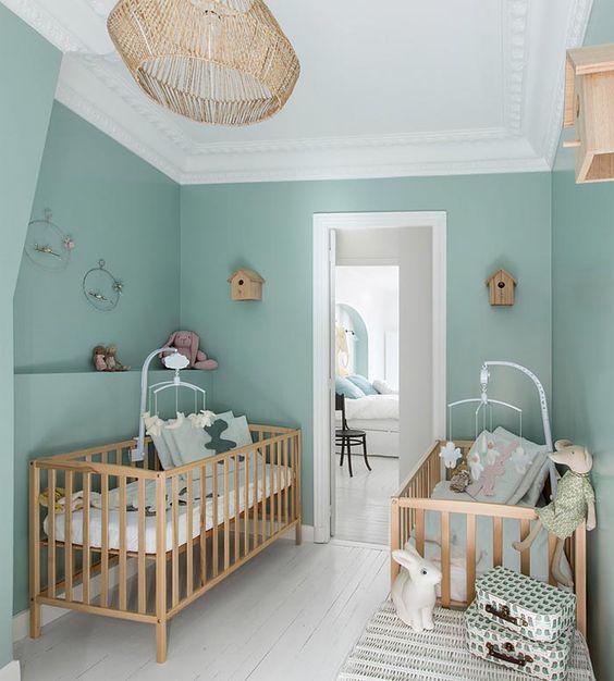 Habitación de bebé de color verde