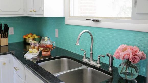 Descubre nuestra pintura para azulejos renovada